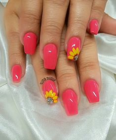 Semi-permanent varnish, false nails, patches: which manicure to choose? - My Nails Cute Acrylic Nails, Acrylic Nail Designs, Nail Art Designs, Flower Nail Designs, Nail Designs Spring, Floral Designs, Acrylic Spring Nails, Bright Nail Designs, Cute Summer Nail Designs