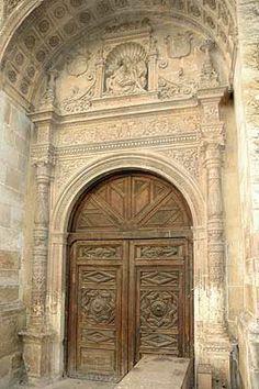 """1526. Iglesia del convento de la Piedad Fachada (Guadalajara). Doña Brianda de Mendoza y Luna otorgó el contrato y se firmó por Covarrubias el 31 de octubre de 1526. Esta fachada está realizada """"a lo romano"""", es decir, con el nuevo lenguaje renacentista."""
