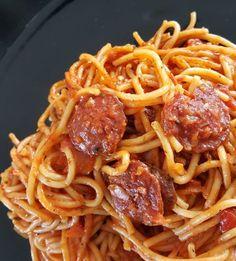 Spaghetti with chorizo  Fresh Tomato Spaghetti Sauce, Homemade Spaghetti Sauce, Spaghetti Squash Recipes, Tomato Sauce, Chorizo, Cooking Chef, Batch Cooking, Cooking Oil, Portuguese Recipes