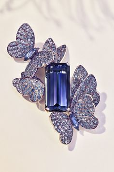 Explore Tiffany & Co.'s High Jewelry. One-of-a-kind, iconic pieces from Tiffany & Co. High Jewelry, Luxury Jewelry, Silver Jewelry, Jewelry Accessories, Jewelry Necklaces, Jewelry Design, Bracelets, Silver Ring, Jewelry Ideas