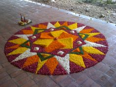 <img> Every now and then, we're just walking through uni, minding our own business and we come across something awesome like this. Yesterday was Onam Day, a festival from Kerela, down at the Southe… - Rangoli Designs Photos, Rangoli Designs Latest, Rangoli Designs Flower, Rangoli Patterns, Colorful Rangoli Designs, Rangoli Ideas, Rangoli Designs Diwali, Flower Rangoli, Beautiful Rangoli Designs