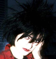 344490eab780554f6645a5656184ecb9--siouxsie-sioux-robert-smith.jpg (426×451)