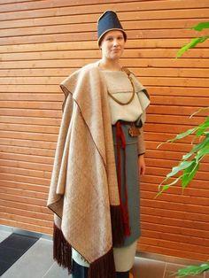 Kaarinan muinaispuku Folk Costume, Costumes, Finnish Women, Norse Clothing, Viking Garb, Norse Vikings, Historical Images, Iron Age, Traditional Outfits