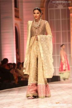 Meera & Muzaffar Ali Show at Aamby Valley India Bridal Fashion Week 2013
