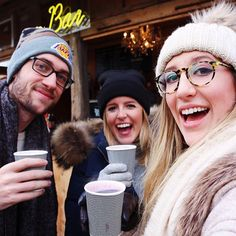 Christmas markets and Glühwein and @michelesmalley and pure happiness!! ❤️🎄 #brooxit #zurich #swizterland #travel #europe
