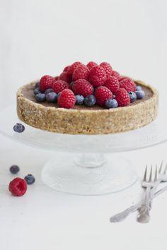 Raw Chocolate Cake No Bake Desserts, Healthy Desserts, Raw Food Recipes, Raw Chocolate Cake, Raw Cake, Gluten Free Baking, Raspberry, Cheesecake, Good Food
