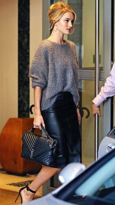 Leather Pencil Skirt , Sweater, and Heels Fall Business Attire! Leather Pencil Skirt , Sweater, And Heels 14 Fall Business Attire, Business Dress Code, Business Dresses, Business Outfits, Business Casual, Pencil Skirt Casual, Pencil Skirt Outfits, High Waisted Pencil Skirt, Pencil Skirts