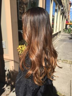 Long Wavy Ash-Brown Balayage - 20 Light Brown Hair Color Ideas for Your New Look - The Trending Hairstyle Brown Ombre Hair, Brown Hair Balayage, Ombre Hair Color, Light Brown Hair, Brown Hair Colors, Hair Highlights, Dark Hair, Short Balayage, Subtle Highlights