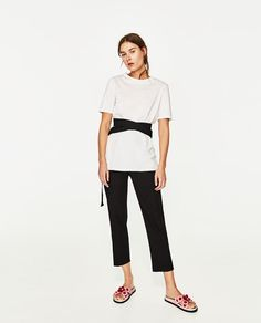 camiseta blanca zara letras achivement