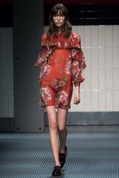 Gucci - Fall 2015 Ready-to-Wear - Look 20 of 46 This collection is interesting AND has surprising touches.