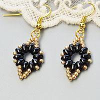 Do you like a pair of beaded dangle earrings? Here I will show you how to make a pair of seed beaded dangle earrings. Seed Bead Earrings, Simple Earrings, Beaded Earrings, Earrings Handmade, Seed Beads, Beaded Jewelry, Macrame Earrings Tutorial, Earring Tutorial, Bracelet Tutorial