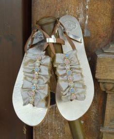 Χρυσά σανδάλια «Σμαράγδα-μπεζ»- Handmade greek sandals «Smaragda-beige» – Είδη Γάμου – Βάπτισης | Διοργάνωση Γάμου – Βάπτισης | OneironPraxis.gr Bridal Sandals, Gladiator Sandals, Shoes, Fashion, Moda, Zapatos, Shoes Outlet, Fashion Styles, Shoe