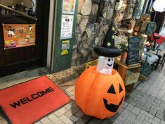 横浜 弘明寺商店街ハロウィンイベントは10月29日(日)♪ Bat Signal, Pumpkin Carving, Superhero Logos, Carving Pumpkins, Pumpkin Topiary