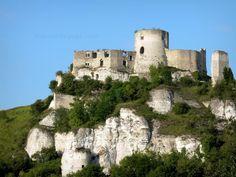 Les Andelys: Chateau Gaillard: vestigios de la fortaleza medieval encaramado en un acantilado de piedra caliza - France-Voyage.com