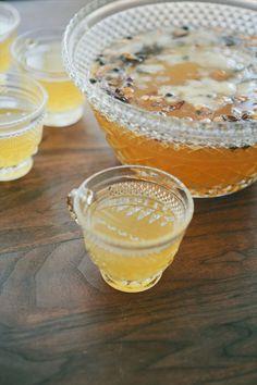 vintage punch mugs (photo: brian samuels) via 8 Creative Wedding Drink Glasses