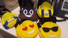 10 bolsas de su selección. Ideal para bolsas de dulces. Que tu fiesta sea muy especial con este bolsas de dulces. Utilizar fieltro y pintura para decorar las bolsas. Usted puede elegir el personaje en cada pedido. No reivindico la propiedad sobre los caracteres usados en su artículo modificado para requisitos particulares que pertenecen a sus respectivos titulares de derechos de autor Ninguna de las bolsas tienen dulces o cualquier elemento adicional. Sólo sería la bolsa.