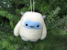 Yeti Needle Felted Yeti Ornament Abominable por WildWhimsyWoolies