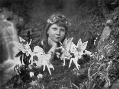 Fairy Forts Sir Arthur Conan Doyle believed in fairies. While his most famous creation Sherlock Holmes would have debunked the 1917 Cottingley Fairy photographs in short. Miss Marple, Sir Arthur, Arthur Conan Doyle, Sherlock Holmes, Fairies Photos, Under The Hammer, Photoshop, Fake Photo, Faeries