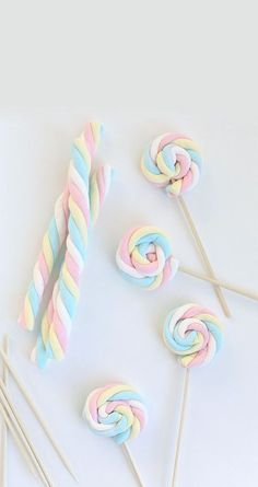 Easy Easter Marshmallow Pops -- great for a party if you can find the marshmallows out of season. Birthday Treats, Party Treats, Unicorn Birthday Parties, Girl Birthday, Birthday Games, Frozen Birthday, Marshmallow Pops, Marshmellow Ideas, Marshmallow Skewers