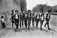 """Exposition """"Tumultueuse Amérique"""" de Jean-Pierre Laffont, du 8 septembre au 31 octobre 2015 à la MEP.  Photo : Gang des Savage Skulls. Bronx, New York City, NY. 20 Juillet 1972 © Jean-Pierre Laffont"""