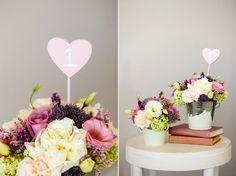 Faça você mesmo: arranjo de flores em baldes de alumínio - http://www.blogdocasamento.com.br/noivado-nova-estrutura/decoracao-para-noivado/arranjo-de-flores-em-baldes-de-aluminio/