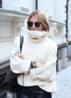 A big turtleneck = happy.