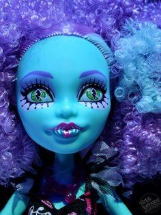 Monster High Freak du Chic Honey Swamp Closeup