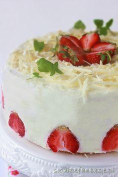 Tort kokosowo-truskawkowy z białą czekoladą / Coconut-strawberry cake with white chocolate