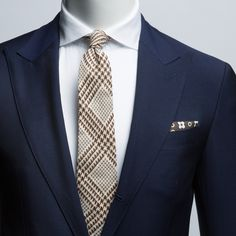 This blue Washington fit with strong peak lapel, gives a sharp and masculine look that works anywhere. Suit Supply, Formal Suits, Mens Style Guide, Dapper Men, Mens Fashion, Fashion Outfits, Suit And Tie, Mens Clothing Styles, Well Dressed