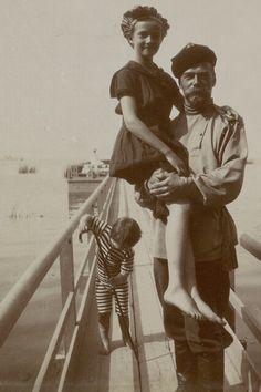 Tsar Nicholas II with his second daughter Grand Duchess Tatiana Nikolaevna and son Tsesarevich Alexei, Anastasia, Tatiana Romanov, Romanov Sisters, Familia Romanov, House Of Romanov, Tsar Nicholas Ii, Two Daughters, Imperial Russia, European History