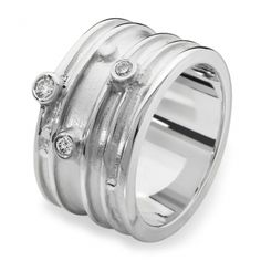 This stunning sterling silver diamond ring designed by Scottish jewellery designer Emma Thomson of Aurora Jewellery, is a perfect example of a modern twist on a wedding ring worn by both men and women. This Mae design ring is one of Aurora's best selling rings to date. #diamondring #scottishweddingring
