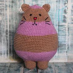 """""""Marque sua amiga(o) que ama gatos e crochê!  ---  capitaganchocroche@hotmail.com ✈ Enviamos para todo o Brasil  peças a venda na loja @buritiartes…"""""""