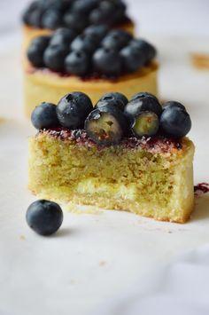 Tartelettes pistache-myrtilles au coeur chocolat blanc  Suivez nous http://hop.teamvisi.com/ http://hop.govisi.com/ https://twitter.com/HopIntOrg