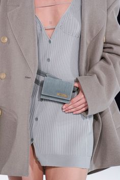 Jacquemus Fall 2020 Men's Fashion Show Details Fashion Week, Look Fashion, High Fashion, Fashion Show, Fashion Outfits, Fashion Design, Fashion Trends, Style Haute Couture, Couture Fashion