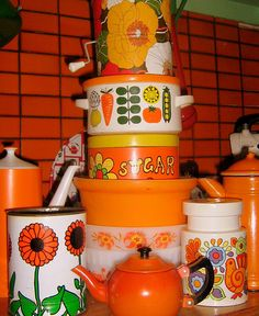 Outrageously orange vintage canisters and tubs. Alas, we remember these! Orange is a unusual but lovely colour to use in the kitchen, especially if you are into 60s-70s retro style