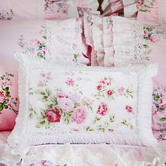 Shabby Chic Bedrooms, Shabby Chic Cottage, Bedroom Vintage, Rose Cottage, Modern Bedroom, Cottage Style, Egyptian Cotton Duvet Cover, Ruffle Duvet, Cheap Bed Sheets