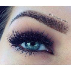 @makeupbyjackiy sparkly burgundy eye makeup
