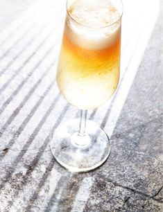 Try our bellini cocktail recipe with apricots. Blitz up fresh apricots in this summery version of a Italian cocktail. Try our version of a peach bellini Bellini Cocktail, Peach Bellini, Cocktail Drinks, Fun Drinks, Alcoholic Drinks, Easy Smoothie Recipes, Easy Smoothies, Fruit Smoothies, Italian Cocktails