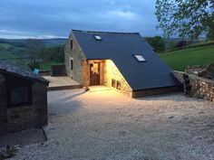 Chalet Wye View, Bakewell, UK - Booking.com Places To Visit Uk, Manchester Airport, Chatsworth House, Bakewell, Comfy Bed, Derbyshire, Smoking Room, Mountain View, Stargazing