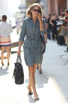 Denim shirt dress, like the belt slid to the side) Best-Dressed Street Style at New York's Fashion Week Denim Shirt Dress, Chambray Dress, Chambray Shirts, Denim Tunic, Mode Style, Style Me, Camisa Formal, Olivia Palermo, Work Fashion