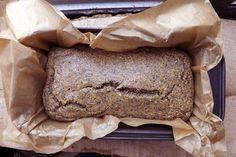 Recept za kruh je bez glutena i mlijeka. Intezivnijeg okusa, teksturom podsjeća na integralni kruh sa dodatkom kukuruznog brašna (vjerojatno radi brašna od bundeve).