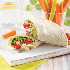 Wrap au thon, pois chiches et tomates - 5 ingredients 15 minutes Salade Healthy, Avocado, Fajitas, Enchiladas, Fresh Rolls, Quiche, Sandwiches, Tacos, Easy Meals