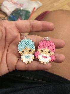 Perler beads earrings little twin stars Perler Bead Templates, Diy Perler Beads, Perler Bead Art, Pearler Beads, Hama Beads Kawaii, Perler Earrings, Melty Bead Patterns, Hama Beads Patterns, Beading Patterns