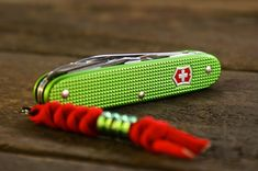 Victorinox cadet,,,because I love green! Cool Knives, Knives And Tools, Knives And Swords, Victorinox Knives, Victorinox Swiss Army Knife, Everyday Cutlery, Knife Making Tools, Edc Everyday Carry, Edc Knife