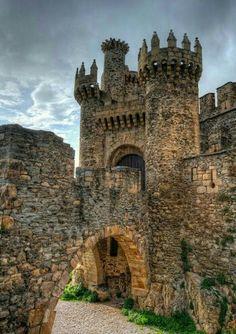 Castillo de los Templarios en Ponferrada de León. España. Fuente Pinterest