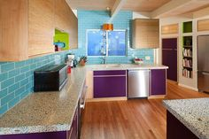Lila Farbpalette in der Küche - wunderschöne, verspielte Designs schaffen lebhaftes Ambiente