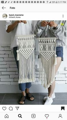 Today& class ~ 😊 You& holding upside down! But the beautiful macrame ~ It& a bit difficult design in one day. Macrame Design, Macrame Art, Macrame Projects, Macrame Knots, Macrame Jewelry, Macrame Wall Hanging Patterns, Macrame Plant Hangers, Macrame Patterns, Macrame Curtain