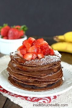 Skinny Chocolate Banana Oatmeal Pancakes - these chocolate banana pancakes are light and very good for you. We loved them. I used cacao powder instead of cocoa powder, and added a little vanilla. Low Calorie Pancakes, Pancake Calories, Tasty Pancakes, Protein Pancakes, Skinny Pancakes, Crepes, Healthy Breakfast Choices, Breakfast Recipes, Pancake Recipes