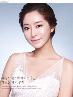 Simple up-do hair styling / Korean Concept Wedding Photography - IDOWEDDING (www.ido-wedding.com)