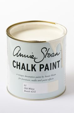 <p>The colour of chalk and gesso, this is a cool soft white without pink or yellow in it. Old White works with everything but for the quintessential French look use it over Paris Grey. It can also be added to any of the other colours to lighten them and make them the exact tone for your room.</p> <p>Available in 100ml small project pots and 1 litre tins.</p>